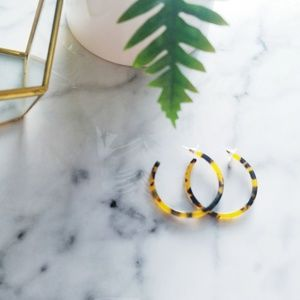 NWOT ACETATE TORTOISE HOOP EARRINGS